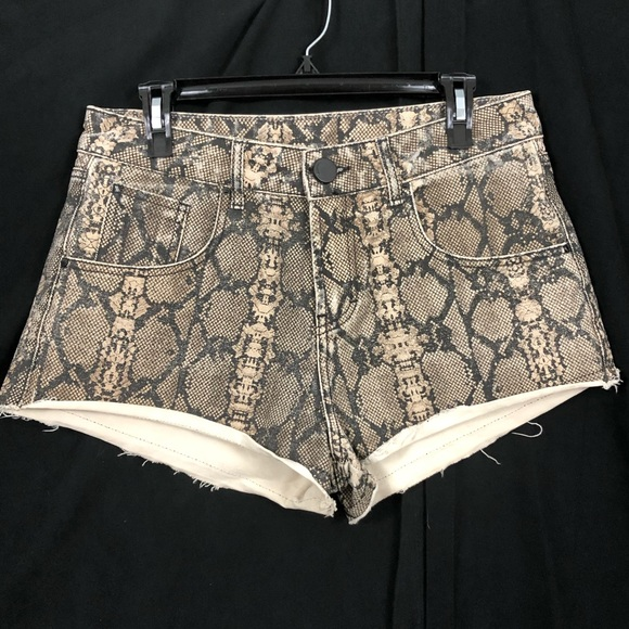 Pants - Snake Pattern Distressed Shorts